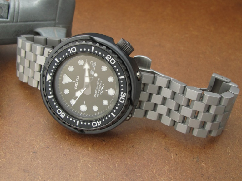 Seiko Darth Tuna SBBN013 on Super Engineer II watch bracelet in Sandblasted finish - SSD222210BL024