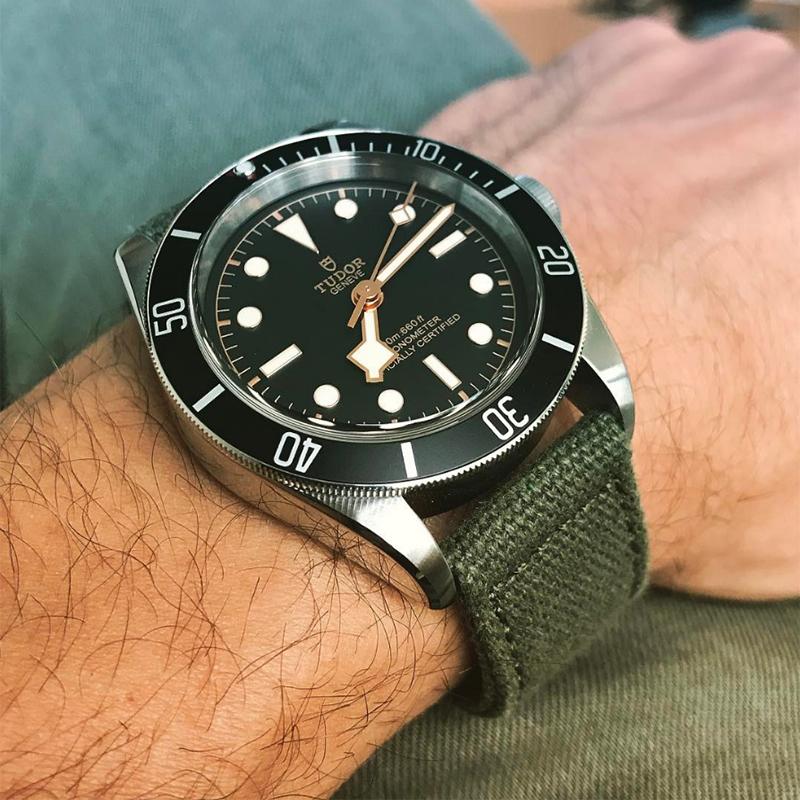 C2I04_Tudor-Blackbay-Black-79230N